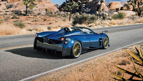 Pagani-Huayra_Roadster-rear