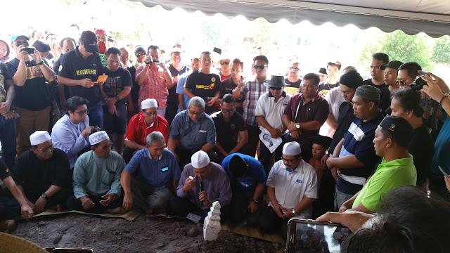 Gambar Majlis Pengebumian Bill Kayong Di Lambir