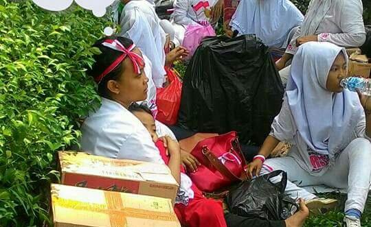 Peserta parade bhineka tunggal ika dapat uang