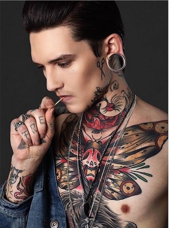 morte-cabeça_hawkmoth_tatuagem_no_peito_para_homens