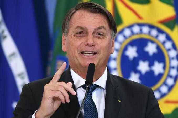 Bolsonaro anuncia salário mínimo de R$ 1.100 em 2021, com aumento real