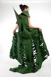– GREEN- jednodenní společenský oděv, materiál netkanná textilie, ručně barveno - orientační cena 5.000,-Kč