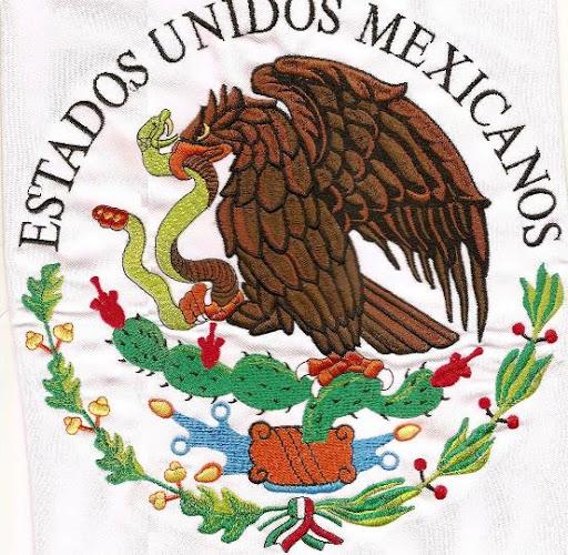 Imágenes del escudo de México bordado en tela