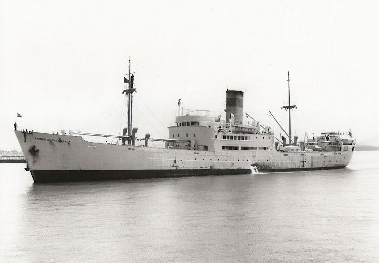13- En Santander ya al final de su vida operativa. Foto del capitan Francisco Javier Lamelas.jpg