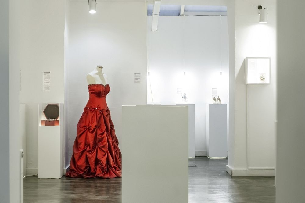 the museum of broken relationships amusing planet. Black Bedroom Furniture Sets. Home Design Ideas