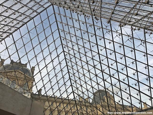 piramide-cristal-louvre-paris.JPG