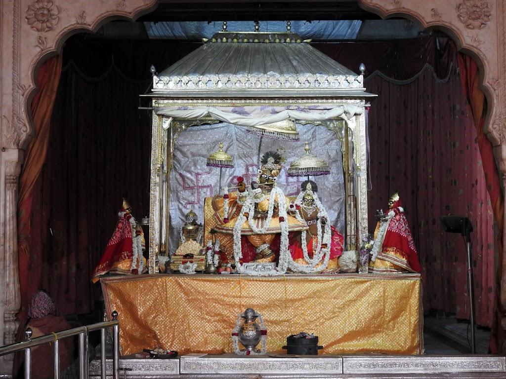 Radha Govind Devji Deity Darshan 05 Jan 2017 (16)