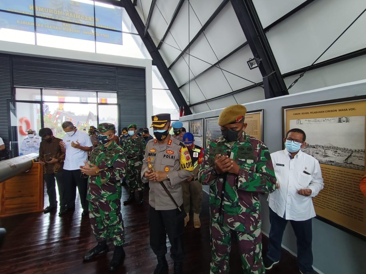 Sinergitas TNI - Polri, Kapolres Cirebon Kota Polda Jabar Menghadiri Peresmian Monumen KRI Gajahmada - 408