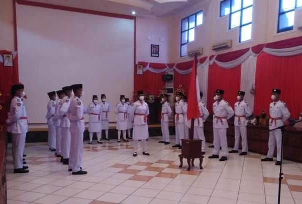 Sekdakab Kukuhkan Paskibraka Kabupaten Kotabaru