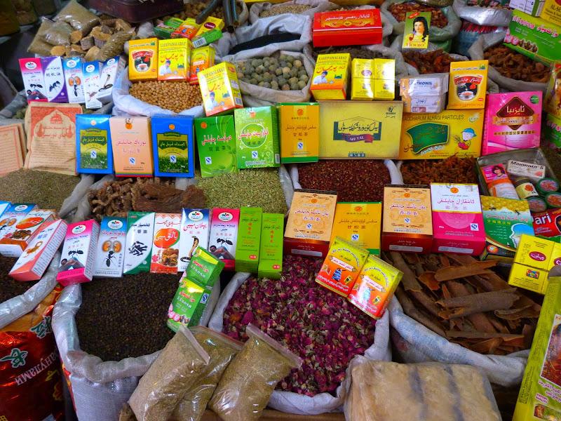 XINJIANG. Urumqi, Grand Bazar, 8 avril - P1270266.JPG