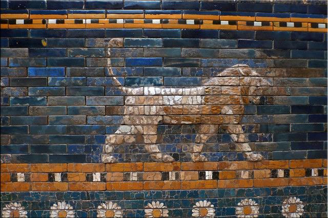 Relieve de león original en la vía procesional de la Puerta de Istar - Pergamonmuseum - Berlín'15