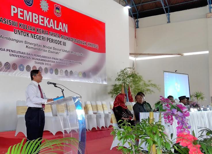 Dr H Chairil Anwar saat membacakan sambutan pada Pembekalan  (foto : istimewa)