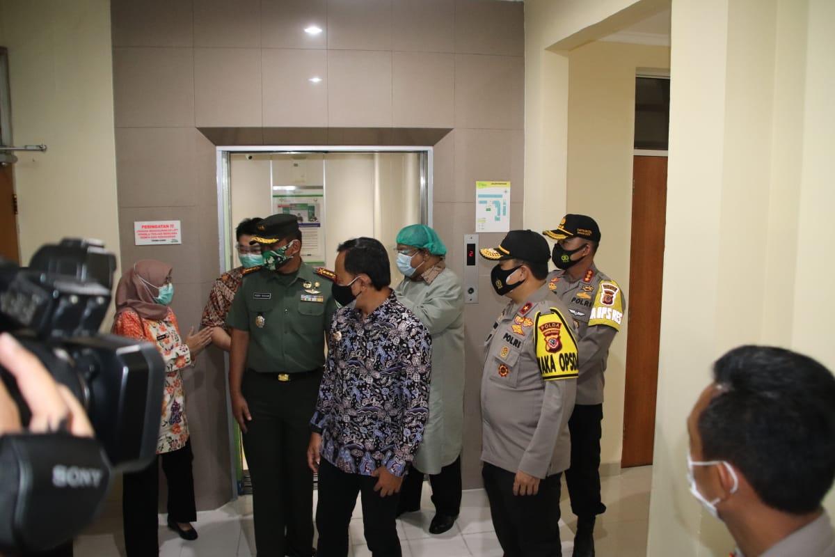 Wakapolda Jabar Bersama Walikota Bogor Tinjau Kesiapan Penambahan Ruang Isolasi di Beberapa Rumah Sakit