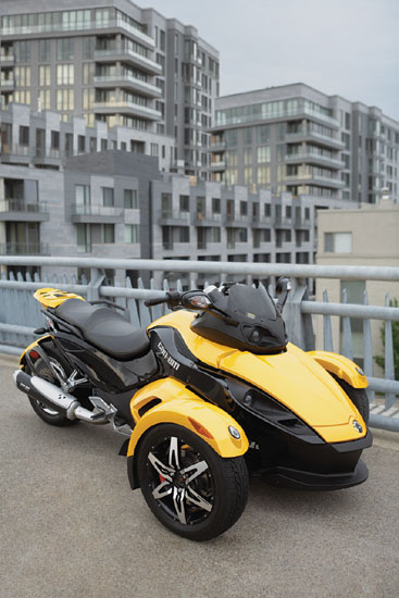 Can Am Spyder Roadster. Can-Am Spyder Roadster SM5,