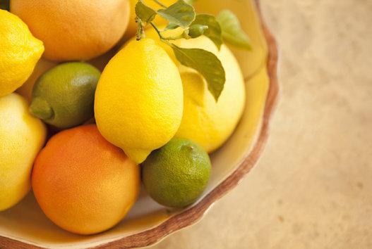 buah jeruk sebagai sumber makanan penyubur