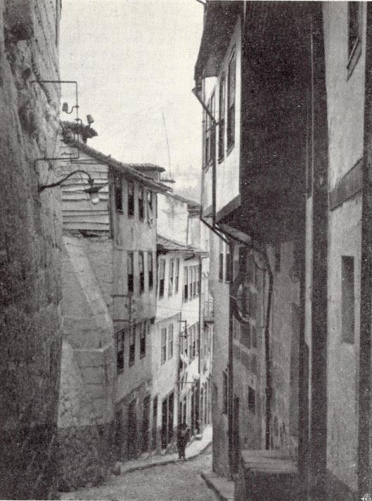 Um rua antiga de Lamego, do fotógrafo lamecense Dagoberto Borges (1953)