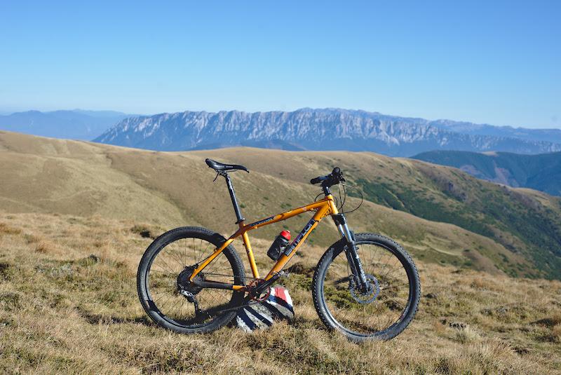 Bicicleta cu care m-am dat o buna parte din toamna, veche de 16 ani. O bicla cu care am descoperit ca imi place chiar destul de mult sa ma dau.