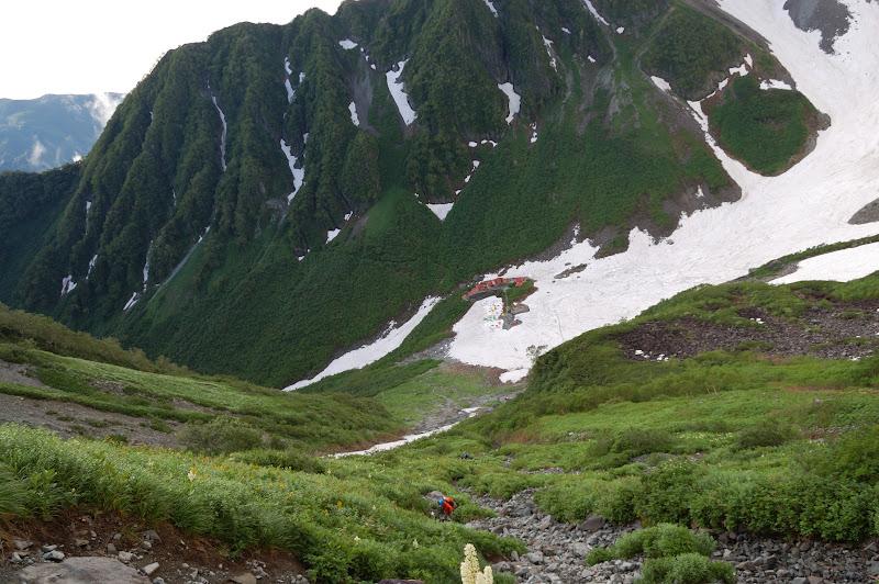 翌日登山道から見下ろした雪の涸沢