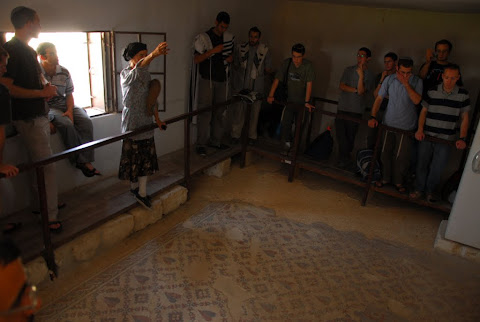 Prayer and tour of the Shalom al Israel synagogue in Jericho