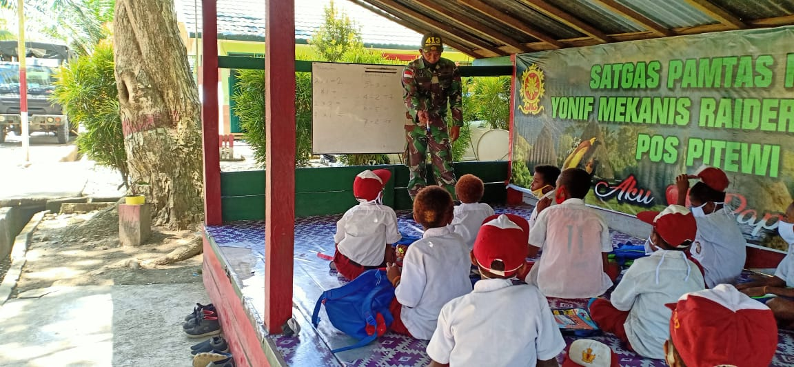Ini Yang Dilakukan Satgas Yonif MR 413 Kostrad Untuk Anak Perbatasan RI-PNG