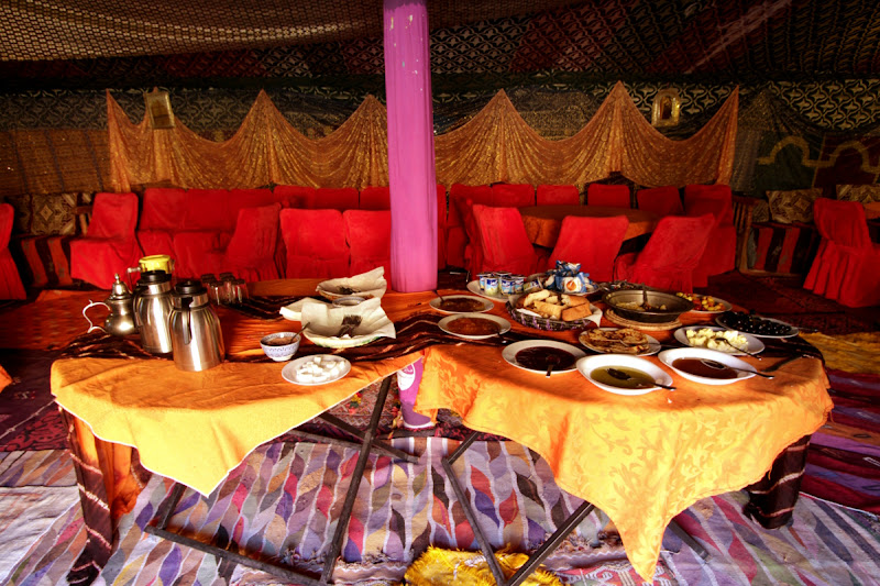 Desayuno en la jaima de lujo del Auberge Café du Sud