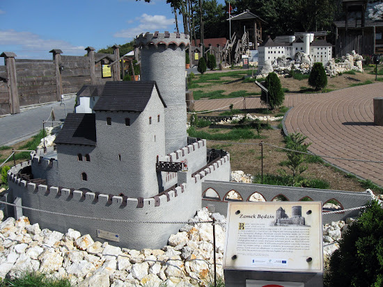 zamek będzin miniatura w ogrodzieńcu