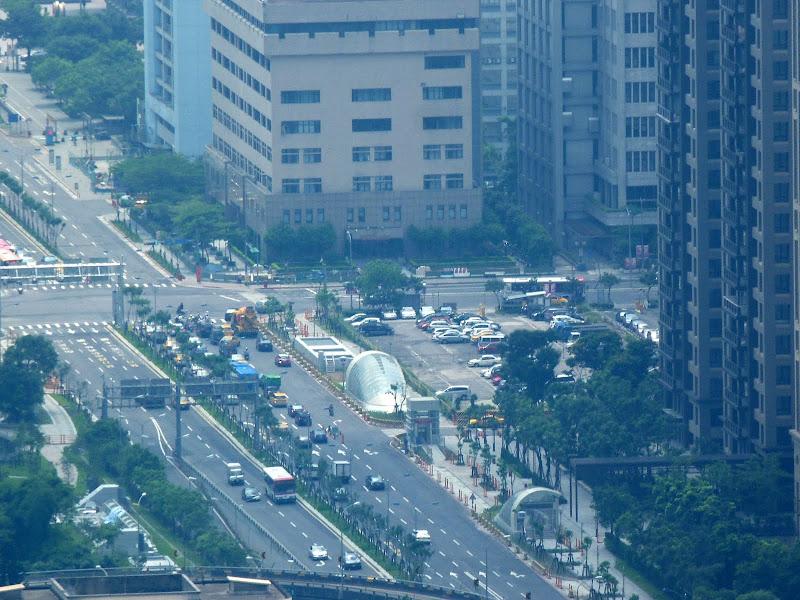 Au pied de Taipei 101, un autre monde. Petit coup de zoom...