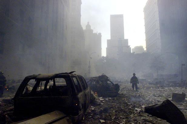 Khu vuc Toa thap doi Trung tam thuong mai WTC tan hoang sau vu khung bo