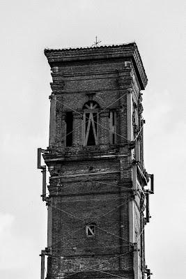 Il campanile ferito