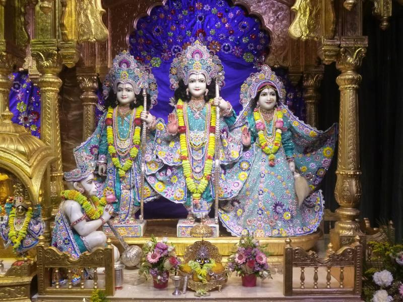 ISKCON Bhaktivedanta Manor Deity Darshan 17 Dec 2015 (2)