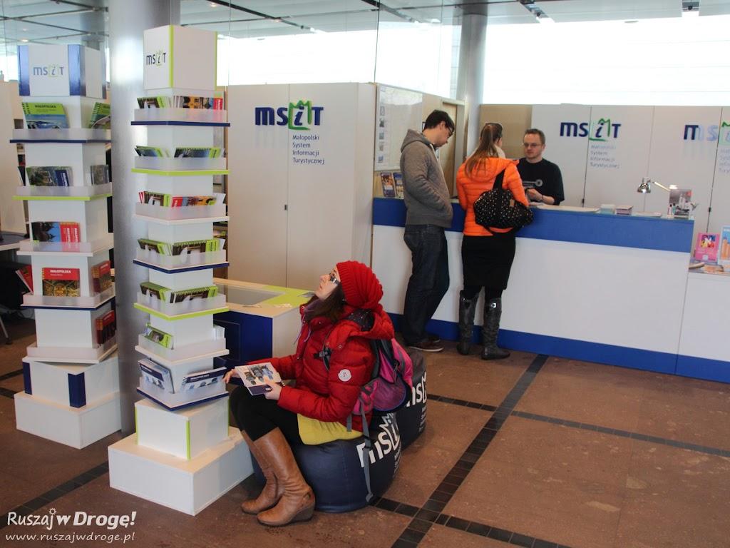 Kasia w informacji turystycznej w Krakowie