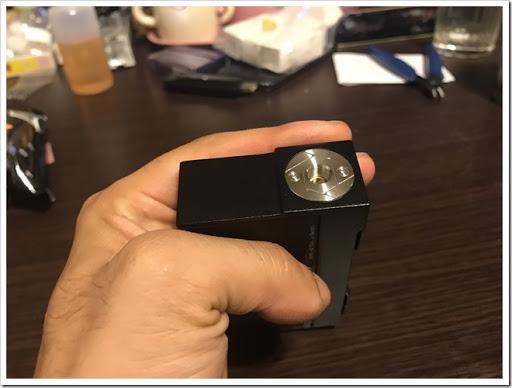 IMG 4495 thumb - 【カクカク】「VOOPOO Alfa One 222W」(ヴープー・アルファワン)レビュー!90年代を思わせる独特のSF感あるハイパワーMOD、222Wを使いこなし、究極の爆煙マンを目指せ!【テクニカル/SF/デザイナーズ】