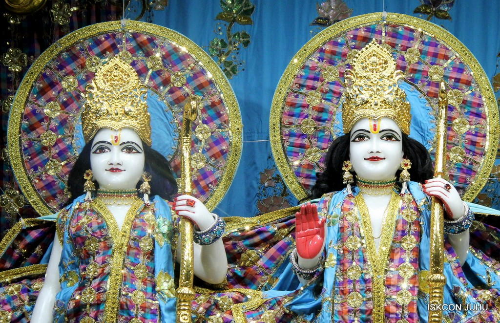 ISKCON Juhu Mangala Deity Darshan 09 April 2016 (45)