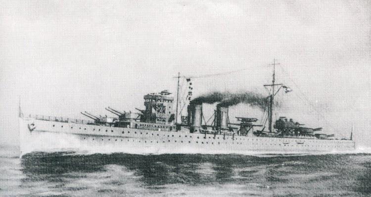 Postal que muestra las lineas que deberian haber tenido los cruceros de la clase CANARIAS en su estado origina.JPG