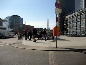 Photo: Der ehemalige Grenzverlauf am Potsdamer Platz