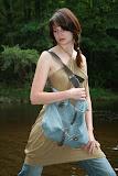 – BLUESWETR -recyklace taška, šaty 00dpad www.rajda.cz, foto: Jan Trejbal, modeLOVE www.toppeople.cz, Bára Hnyková