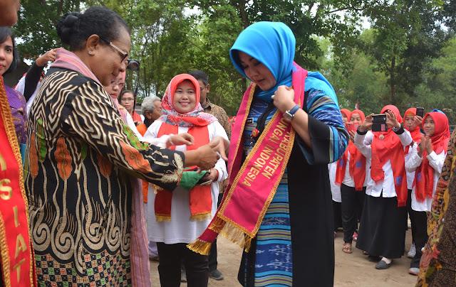 Menteri PPPA Lantik Srikandi Sungai Indonesia di Taman Bambu