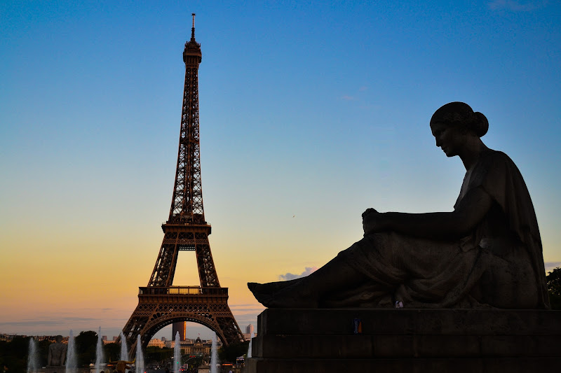 en regardant la Tour Eiffel di lulussa