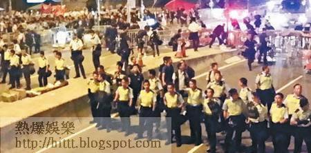 大批警員於凌晨二時四十五分進行驅散行動。