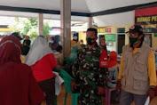 Anggota Koramil 0819/15 Winongan laksanakan pengamanan Serbuan Vaksin