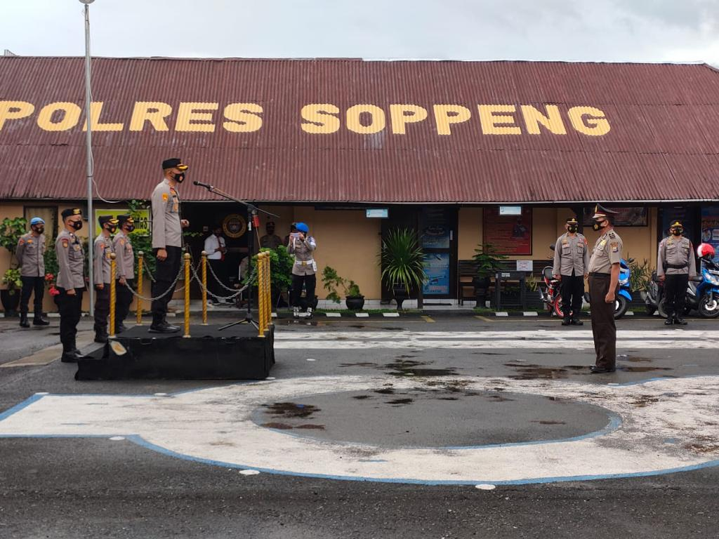 Kapolres Soppeng Pimpin Upacara Koorps Raport