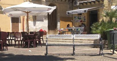 Sizilien - Die Bar 'Sol Y Mar Café' am Dorfstrand von Sant'Elia.