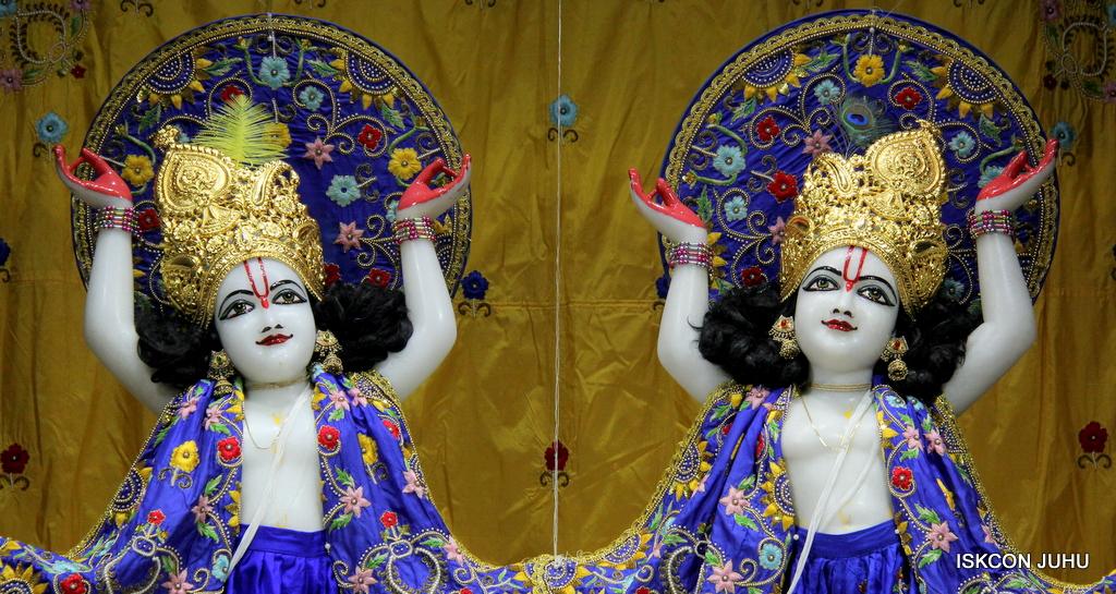ISKCON Juhu Sringar Deity Darshan on 2nd Oct 2016 (32)