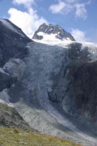 Le bas glacier d'Arolla et le petit mont Collon vus depuis les plans de Bertol