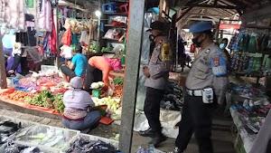 Kapolsek Donri - Donri Pimpin Pengamanan dan Relokasi Pedagang di Pasar Tajuncu