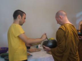 Dana - Oferecimento à Sangha dos monges