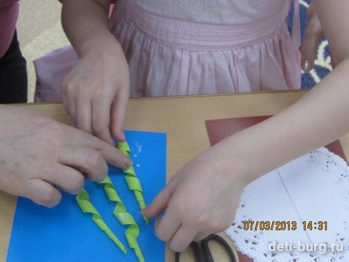 готовые стебли наклеить на картон