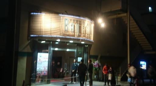 会場となった横浜ベイホールの入口