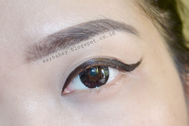 JESSES-GIRL-WATERPROOF-LIQUID-EYELINER-BLACK-ESYBABSY