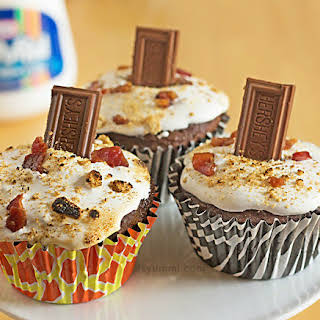 """Making """"Wired Piggy"""" S'mores Cupcakes."""